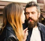Датировка пар в кафе Концепция еды ресторана десерта стоковые изображения