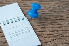 Датируйте концепцию планирования, назначения, крайнего срока или праздника, большое голубое стоковое фото