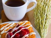 Датское печенье с чашкой чаю и ухом украшения риса Стоковые Изображения