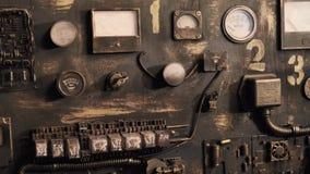 Датчики и индикаторы приборов на пульте управления видеоматериал