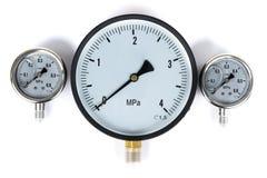 Датчик давления в трубопроводе манометр 3 датчика различных размеров на белизне изолировали предпосылку Стоковое фото RF
