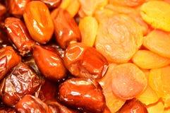 Даты и высушенные абрикосы Стоковые Фото