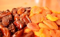 Даты и высушенные абрикосы Стоковые Изображения RF