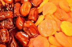 Даты и высушенные абрикосы Стоковые Фотографии RF
