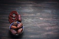 Даты плодоовощ и натюрморт розария Стоковые Фотографии RF