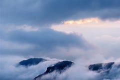 Далекая гора на сумраке Стоковые Изображения RF