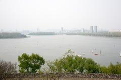 Далеко см. озеро Xuanwu стоковая фотография rf