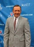 Два раза победитель Кевин Spacey премии Американской киноакадемии на красном ковре перед США раскрывает церемонию 2013 вечеров тор стоковая фотография