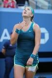 Два раза чемпион Виктория Azarenka грэнд слэм Беларуси празднует победу после того как США раскрывают вторую спичку круга 2015 Стоковые Фото