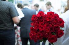 Двадцать пять красных роз стоковые фотографии rf