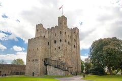 Двенадцатый век замка Rochester Замок и руины городищ Кент, юговосточная Англия Стоковое Изображение RF