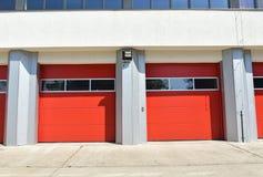 Двери гаража здания пожарного депо Стоковое Изображение RF