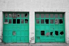 Двери гаража кризиса городов Стоковая Фотография