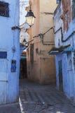 Двери и голубая стена chefchaouen Стоковое Изображение RF