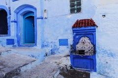 Двери и голубая стена chefchaouen Стоковое Фото