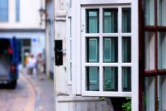 Двери и окна отверстия в старом городке Риги Стоковая Фотография