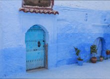 Двери и стена chefchaouen Стоковое Изображение