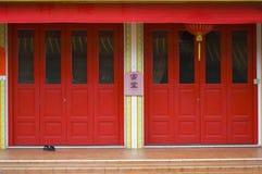 двери красные стоковое изображение rf