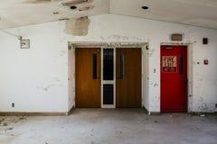 Двери - покинутые Sweet Springs - Западная Вирджиния стоковая фотография rf