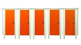 Двери стойла уборного в комнате спортзалов изолированной на белой предпосылке Стоковая Фотография