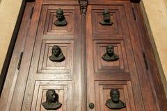 Двери с головами Стоковые Изображения