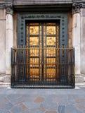 двери florence Италия baptistery Стоковые Изображения