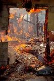 Дверная рама дома на пожаре Стоковая Фотография