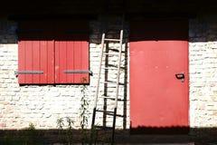 Дверь амбара в солнечном свете Стоковые Изображения