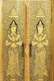 Дверь ангела золота виска wattraimitr Стоковая Фотография RF