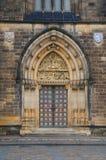Дверь базилики St Peter и St Paul Стоковые Изображения