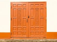 Дверь Брайна деревянная запертая Стоковые Фотографии RF