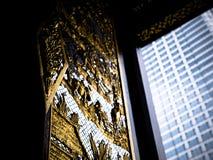 Дверь виска и современное здание Стоковые Изображения RF