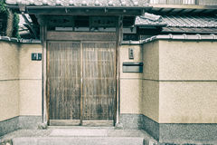 Дверь входа дома японского стиля, концепции украшения и интерьера Стоковое Изображение RF