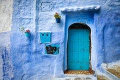 Дверь в городке Chefchaouen, в Марокко Стоковое Изображение