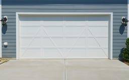 Дверь гаража дома Стоковое Изображение
