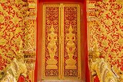 Дверь искусства высекая гигант в виске, Таиланд попечителя Стоковое Изображение RF