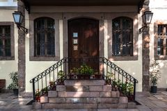Дверь и дом в Пловдиве стоковое изображение rf