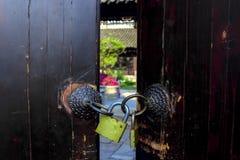 Дверь и замок Стоковая Фотография