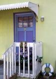 Дверь и крылечко стоковое фото