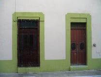 Дверь и окно стоковая фотография