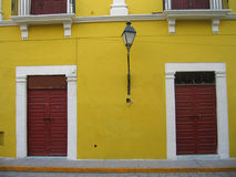 Дверь и окно стоковые фото