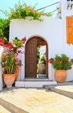 Дверь и дом Lindos, Родоса, Греции Стоковые Изображения