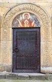 Дверь и фреска на старом правоверном монастыре Gelati около Kutaisi стоковое изображение rf