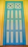 Дверь конца-вверх винтажная деревянная стоковая фотография