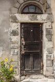 Дверь к старому дому Стоковые Изображения