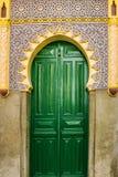 Дверь мечети зеленая, Tanger, Марокко Стоковое фото RF