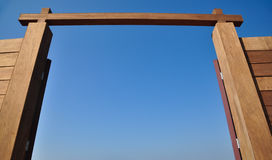 Дверь, небо Стоковая Фотография