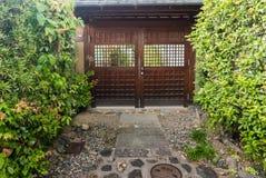 Дверь дома японского стиля Стоковые Изображения