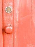 Дверь оранжевого красного цвета с замком Стоковая Фотография RF