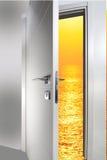 Дверь открытая к заходу солнца Стоковые Фото